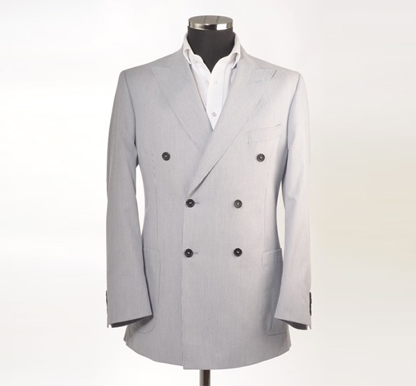 suit-600x557